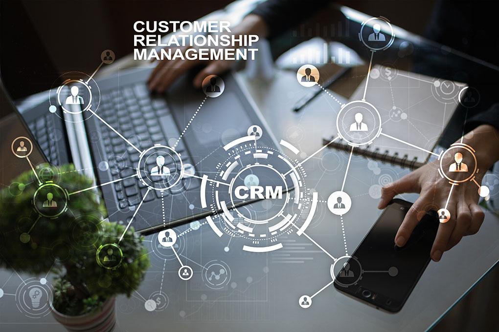 クラウドで顧客管理をするメリットとデメリットを比較解説、導入前に知っておきたい基礎知識